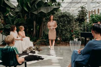 Styled shoot weddingdreamworx wedding trouwsetting met ceremoniestoelen inrichting trouwfeest