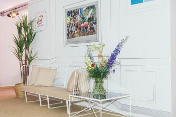 Ronde van vlaanderen inrichting vip tent op kwaremont panama events loge meubilair high end